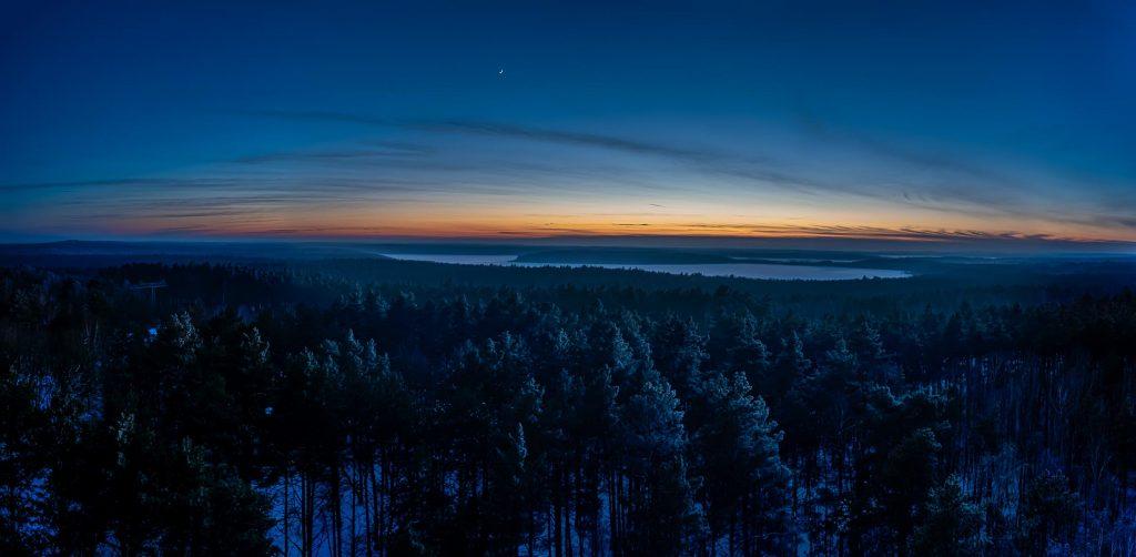 Sonnenuntergang über dem Müritz-Nationalpark mit Blick auf den Priesterbäker See